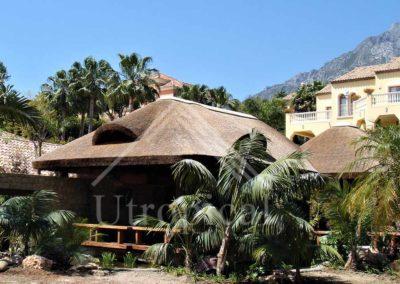 Fabricación de tejado tropicales de junco pergolas