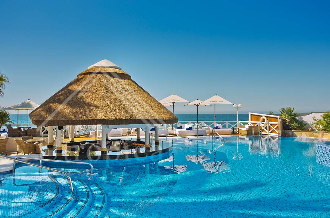cenador piscina tejado tropicales de junco
